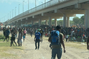 Surge of 10,000+ mainly Haitian migrants shelter under a bridge in Texas - More Expected