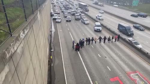 BLM protesters shut down the freeway in Seattle - 12 Arrested